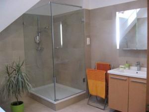 """L"" alakú zuhanykabin"