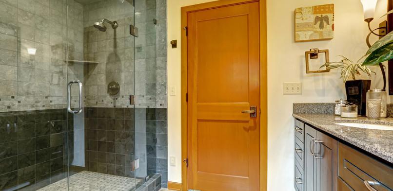 5 tévhit a kádak és zuhanyzók fali paneljeiről